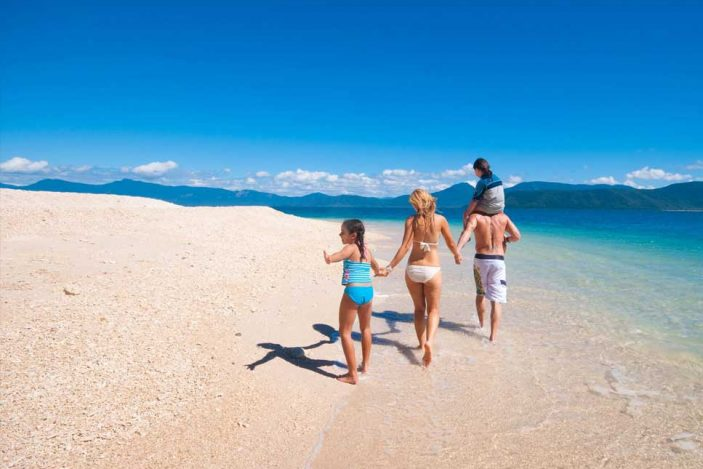 people-fitzroy-island-beach