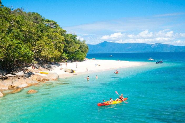 Fitzroy Island Queensland: Fitzroy Island Vs Green Island